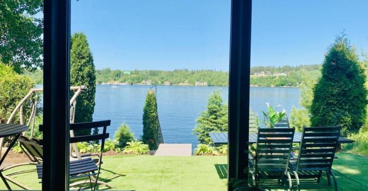 Profitez d'une superbe vue panoramique dans cette mini-maison meublée et équipée à vendre pour 115 000$