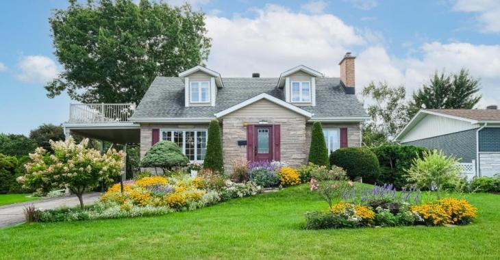 Charmante maison de 349 900 $ située dans un emplacement de choix à distance de marche des écoles, d'un golf, des commerces et services de Beloeil
