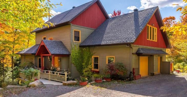 88 064 pi² de boisé et de quiétude! Majestueuse résidence champêtre de 4 chambres en symbiose avec son environnement