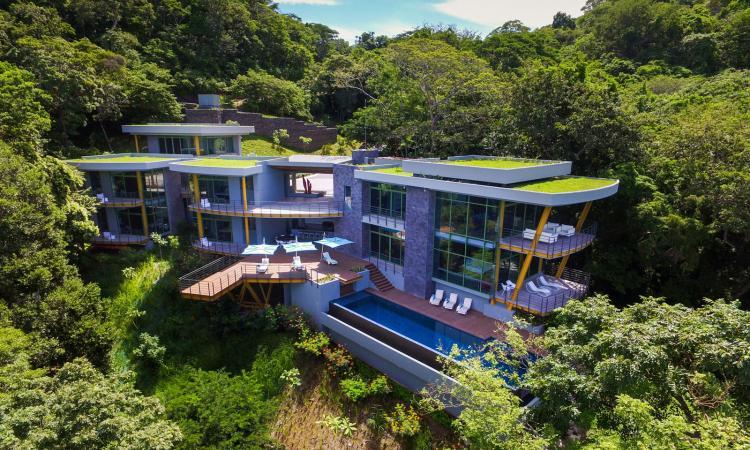 Combinez: luxe, confort et vues incroyables et vous aurez cette maison du Costa Rica WOW!