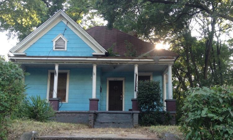 Voyez l'incroyable transformation de ce petit cottage abandonné. Il fait maintenant l'envie des voisins!