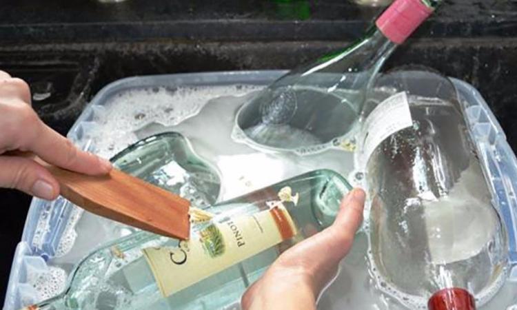 Ne jetez plus vos bouteilles vides: elles sont absolument parfaites pour décorer la maison avec originalité!
