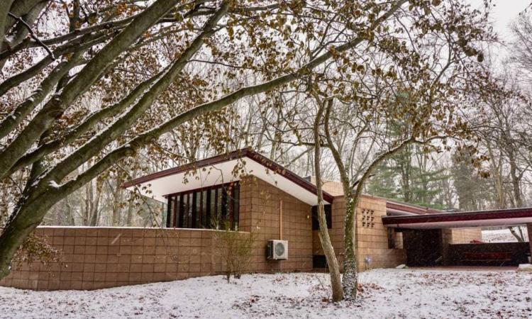 Ça vous dirait de louer une maison construite par le fameux architecte Frank Lloyd Wright? Vous pouvez maintenant le faire!